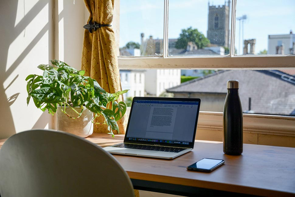 bureau agréable et lumineux